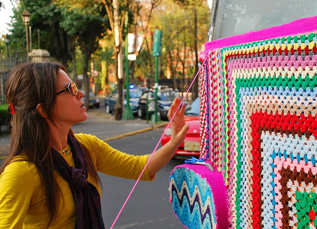 Украшение улиц Urban Knitting