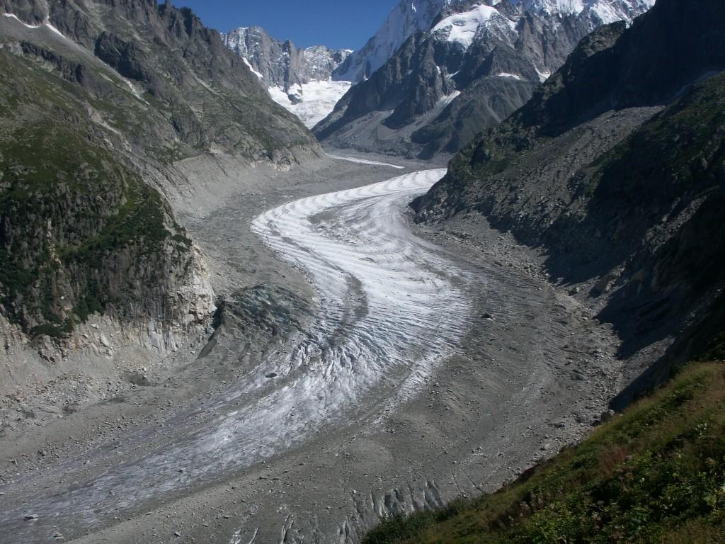Ледник в горах массива Монблан