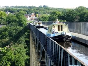 Акведук Понткисиллте - вплавь через мост