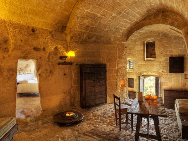 Необычный отель - стань пещерным человеком