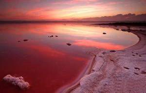 Розовое озеро в Испании