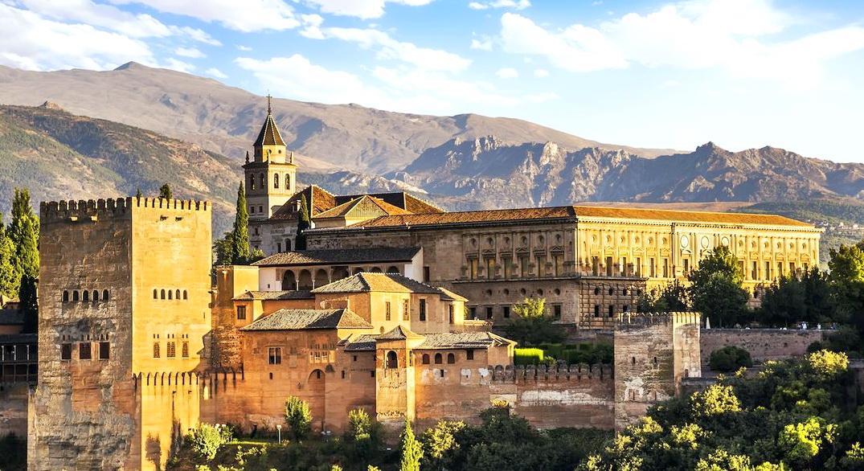 Город-дворец Альгамбра Испания