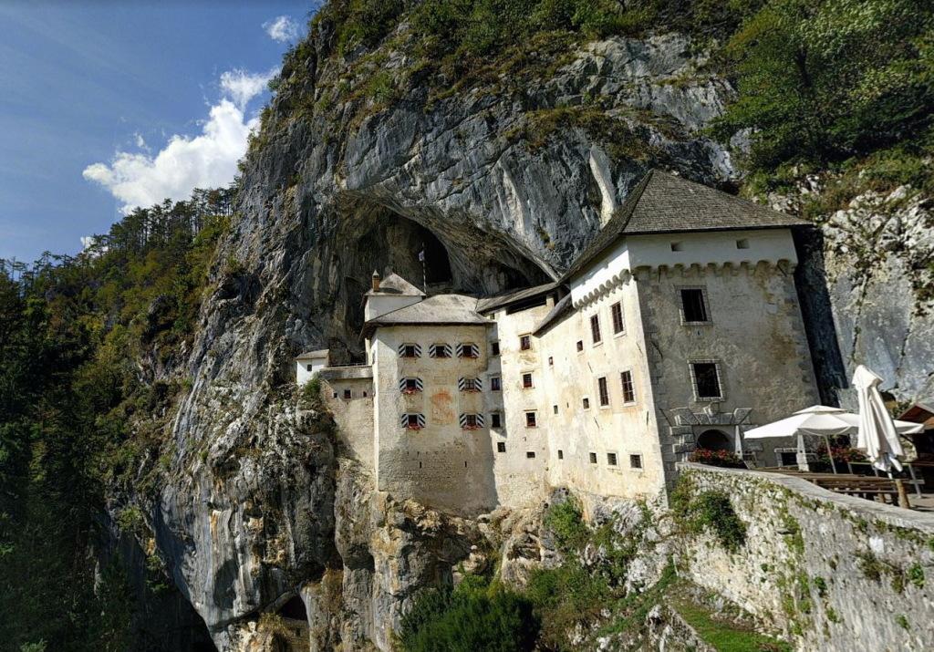 Предъямский замок Словения